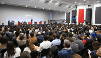 Anaya discute retos de México con hombres de negocios