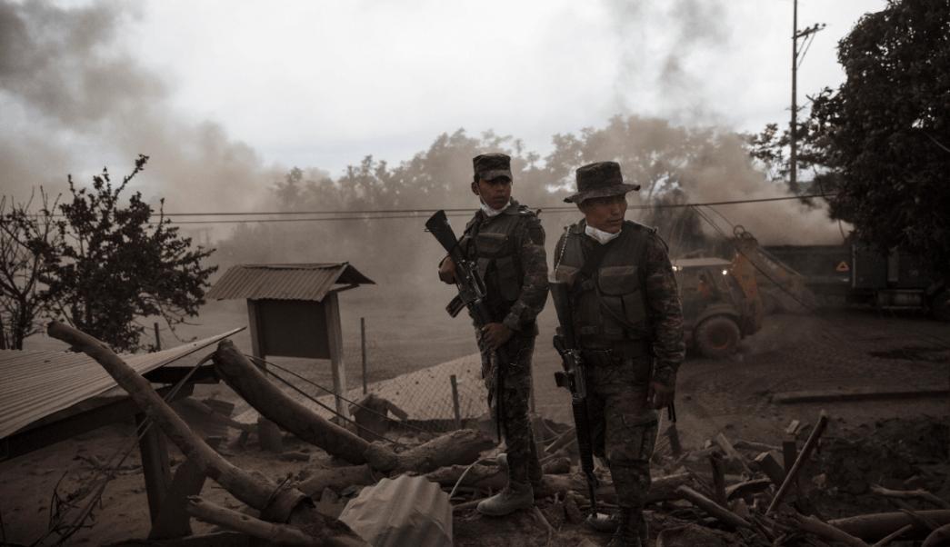 Suspenden tareas de rescate cerca del Volcán de Fuego