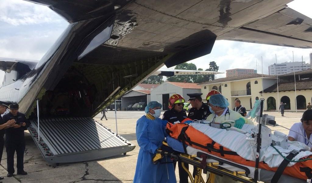 Trasladan a México dos guatemaltecos quemados por Volcán de Fuego