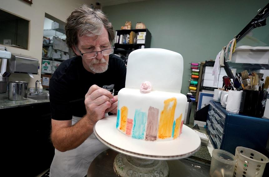 Trump celebra fallo repostero que se negó pastel boda gay