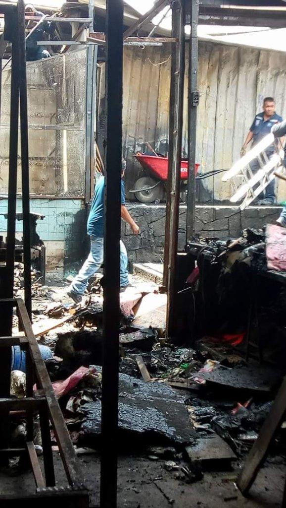Un incendio ocurrido el fin de semana afectó a 12 locatarios del mercado La Acocota en Puebla