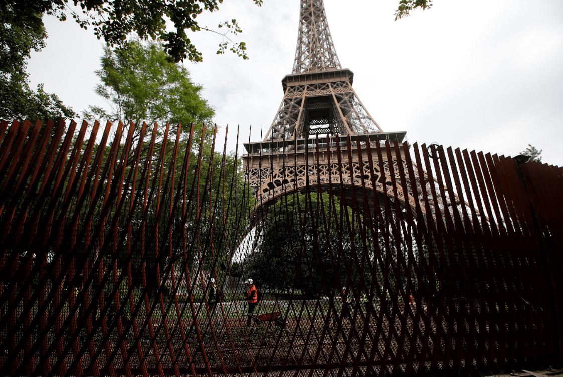 La Torre Eiffel estrena un enorme vidrio antibalas