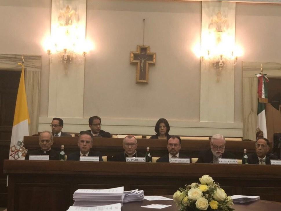 Videgaray critica en el Vaticano políticas migratorias de EU