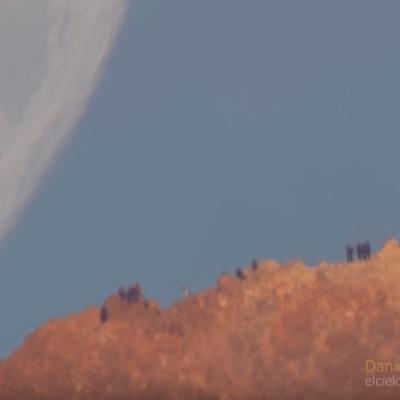 VIDEO: una Luna gigantesca 'cae' sobre la Tierra