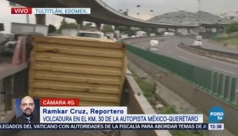 Volcadura de tráiler afecta 8 kilómetros de la autopista México-Querétaro