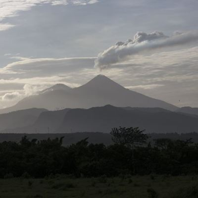 Volcanes de Fuego, Pacaya y Santiaguito en Guatemala registran explosiones