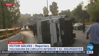 Vuelca camioneta con pan en la glorieta de La Raza, CDMX