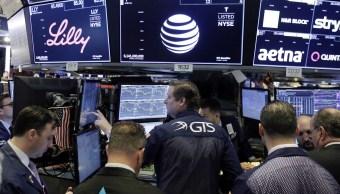 Wall Street, estable y a la espera de aumento de tasas
