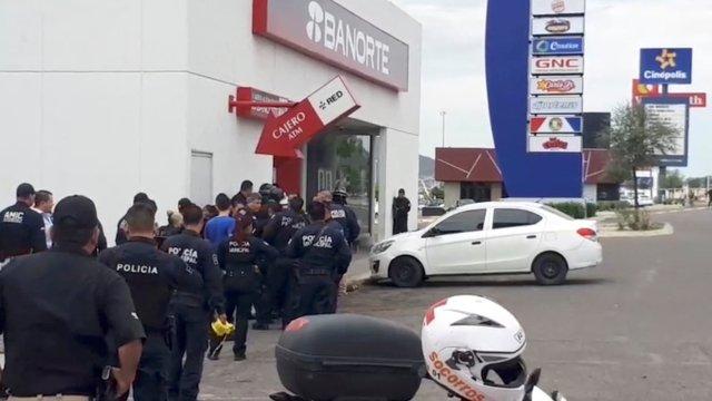 Muere sujeto que tomó rehenes en banco de Hermosillo, Sonora