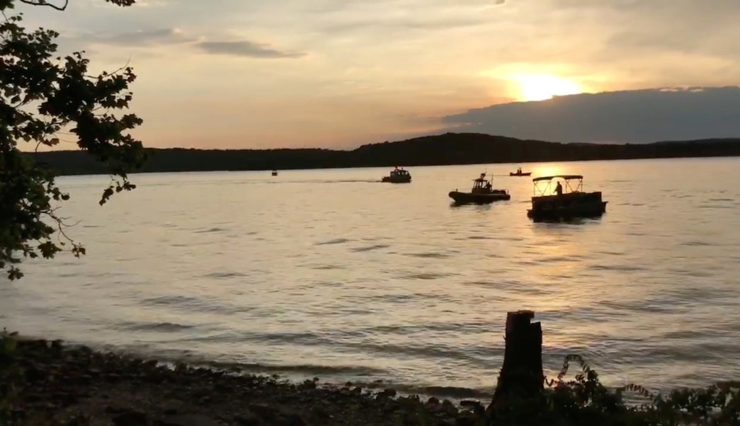 Mueren 11 personas al hundirse un barco en Missouri