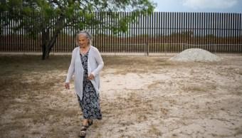 Mujer Tiene llave muro EE.UU México