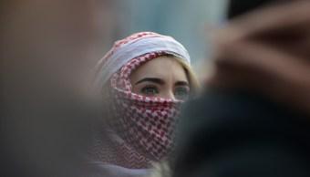 Sujetos atacan a joven musulmana en Bélgica