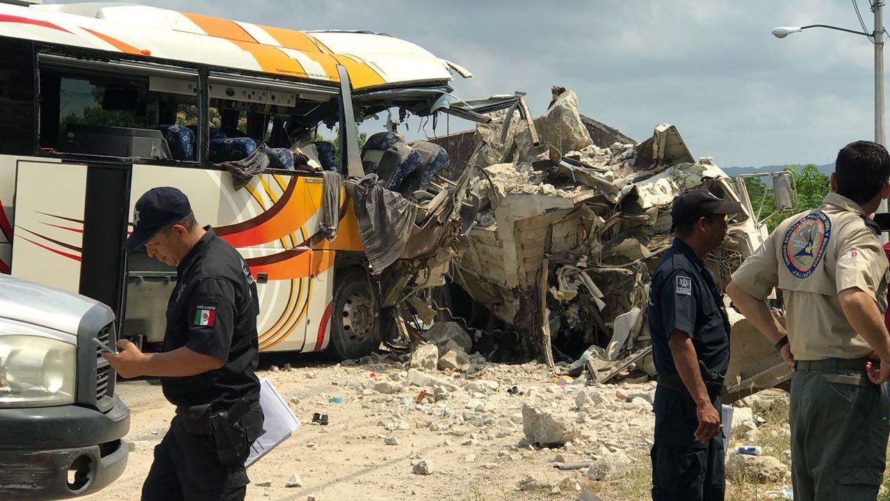 Choque en Chavarín, Colima, deja cinco muertos
