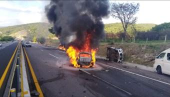 Reportan choque múltiple e incendio en la autopista Cuernavaca Acapulco