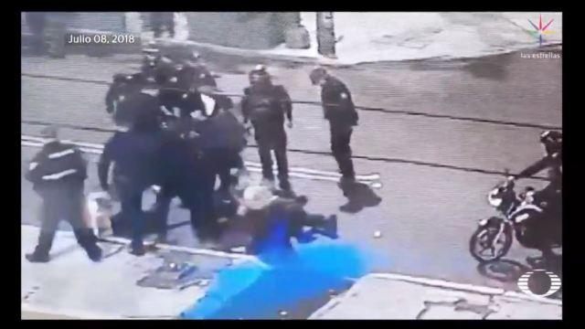 Se dan la fuga policías involucrados en golpiza a fotógrafo