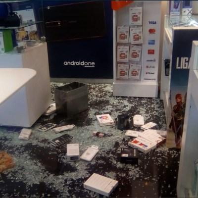 Asaltantes roban celulares dentro de plaza comercial en avenida Tezontle, CDMX