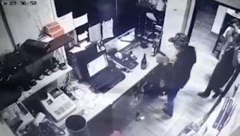 Hombres armados asaltan restaurante en Coyoacán