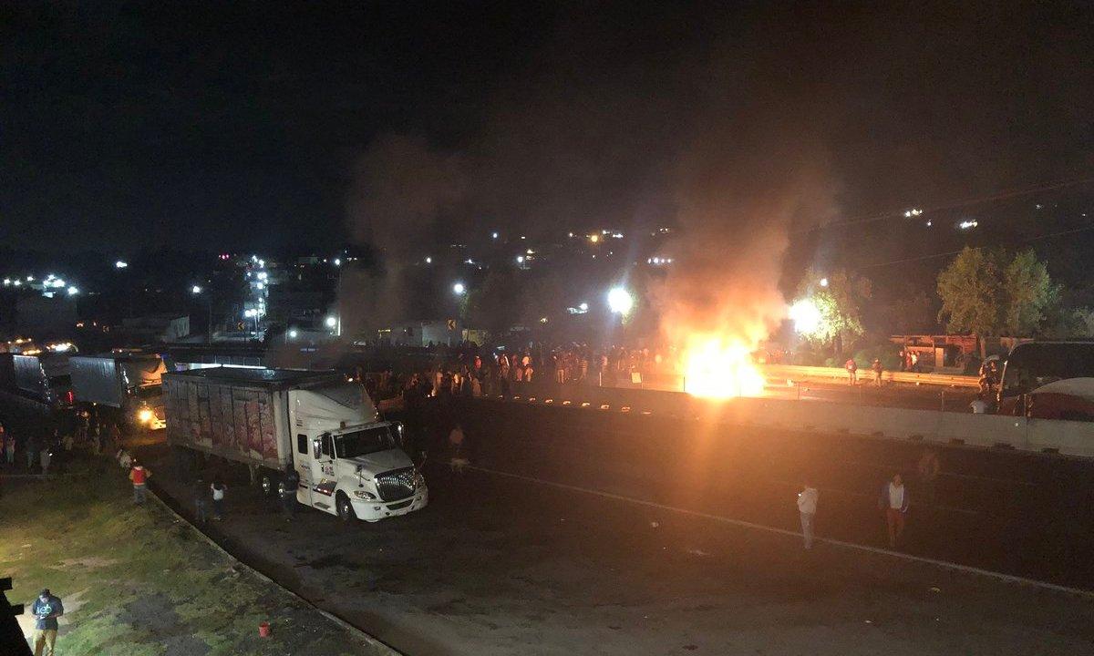 Pobladores de Tlahuapan bloquean autopista México-Puebla