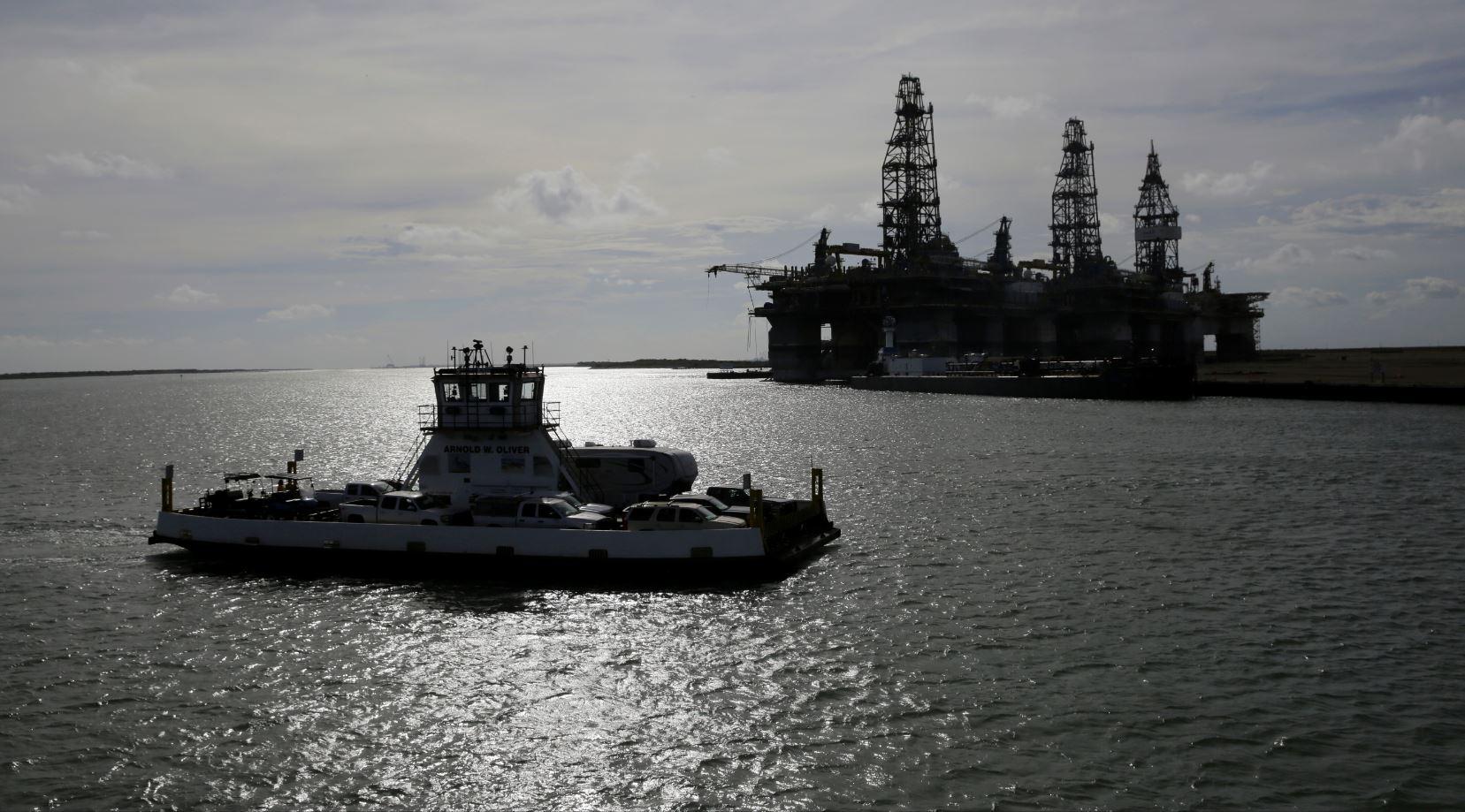 Petróleo se recupera tras abrupta caída de este lunes