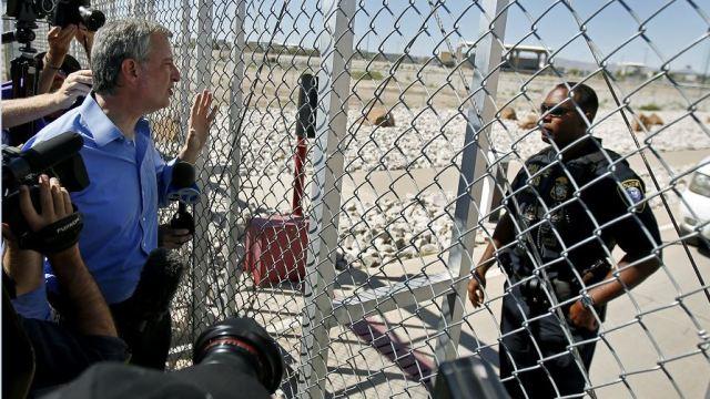 Acusan al alcalde de Nueva York de cruzar a México