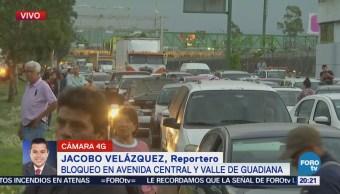 Bloqueo provoca caos vial en Avenida Central