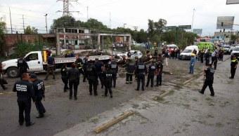 Muere automovilista caída de árbol en Ecatepec, Edomex