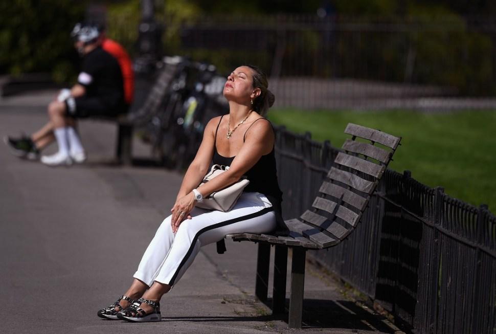 Alerta en Reino Unido por calor; piden evitar sol completo