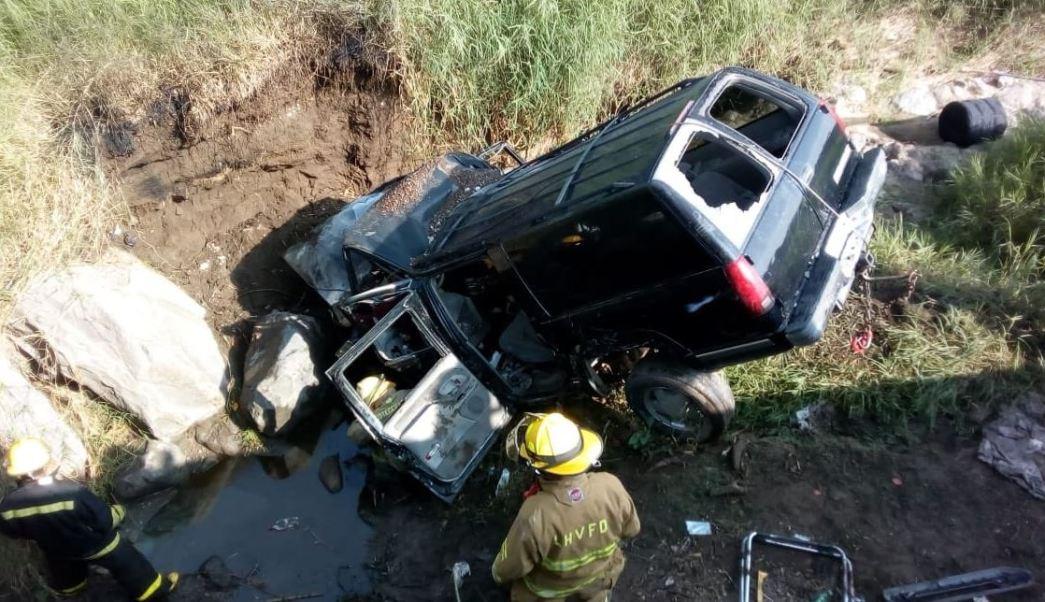 Cae camioneta a zanja en carretera de Jalisco