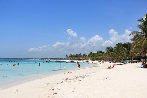 Prevén arribo 2 millones turistas durante vacaciones verano