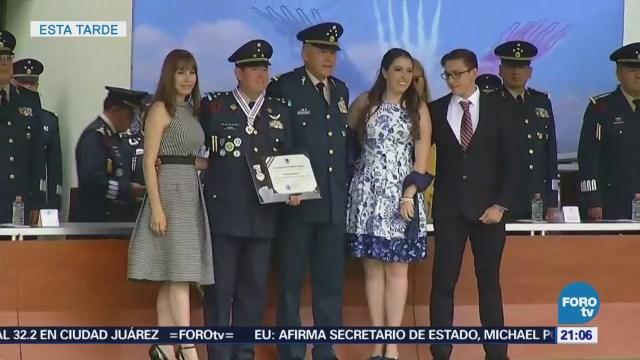 Salvador Cienfuegos Encabeza Condecoración Distinción Militar