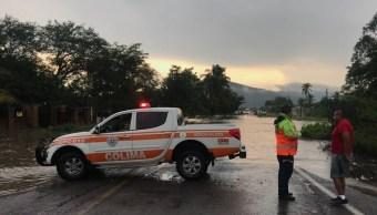 Persisten afectaciones y lluvias por onda tropical 14 en Colima