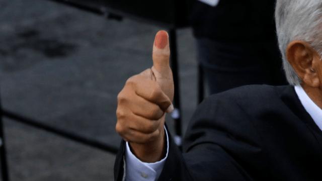 Candidatos presidenciales ejercen su voto en México