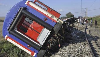 Al menos 10 muertos al descarrilar un tren en Turquía
