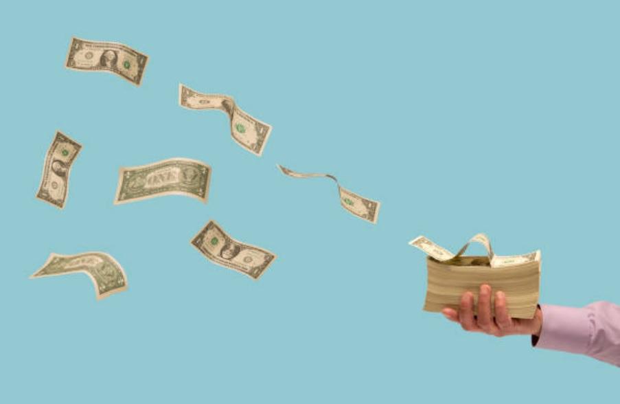 Dólar avanza, se vende hasta en 19.24 pesos en bancos de CDMX