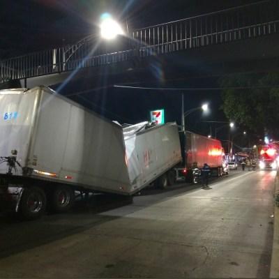 Estación 'La Joya' del Metrobús Línea 1 sufre daños por dos tráileres