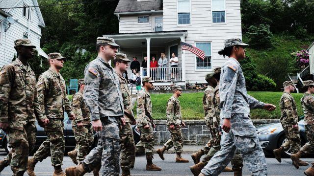 Ejército Estados Unidos da baja inmigrantes AP