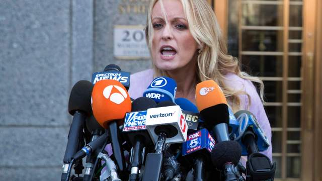 Esposo Stormy Daniels solicita divorcio adulterio