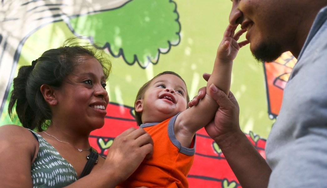 Estados Unidos ha reunido cerca mil 200 familias migrantes