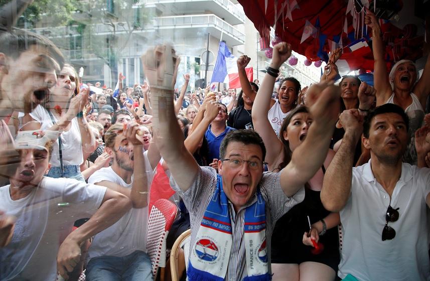 Aficionados de Francia celebran la victoria frente a Croacia (Reuters)