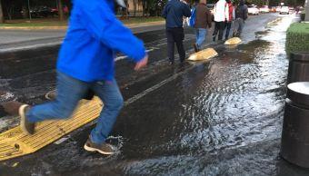 Fuga de agua convierte en río salvaje avenida Horacio, Polanco