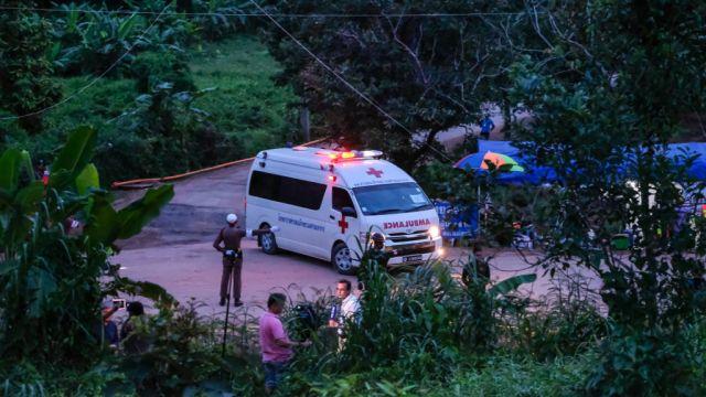 Suman nueve niños rescatados de cueva en Tailandia