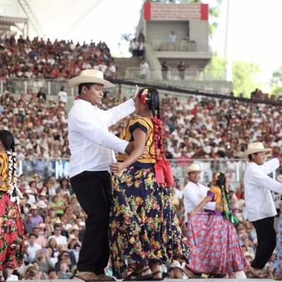 Abarrotan Auditorio Guelaguetza durante el primer Lunes del Cerro en Oaxaca