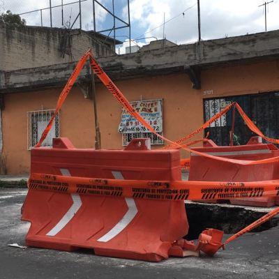 Se abre socavón en colonia Gertudris Sánchez, Gustavo A. Madero