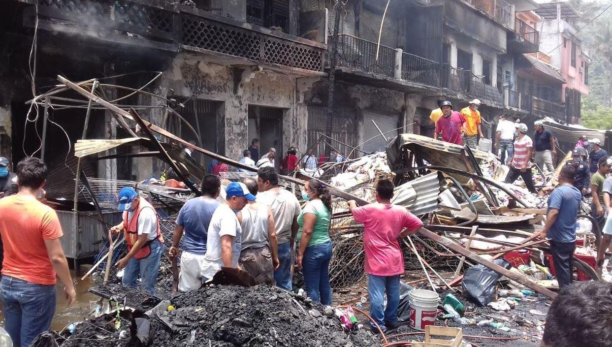 Mueren dos mujeres en incendio de mercado en Tamazunchale, SLP