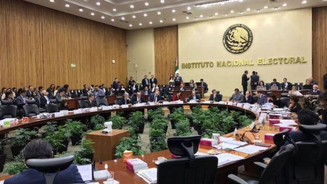 INE multa con más de 800 mdp a los nueve partidos políticos