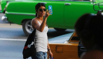 Cuba comienza a implementar acceso internet desde celulares
