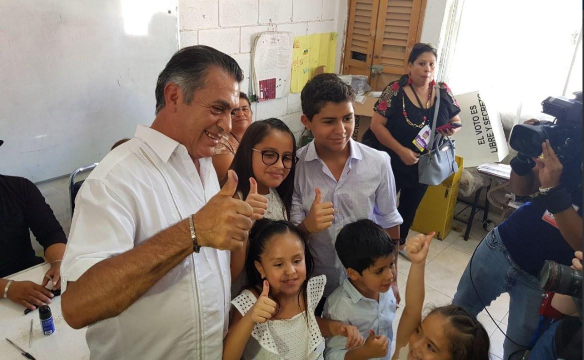 Jaime Rodríguez Calderón 'El Bronco' emite su voto en García