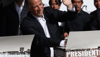 José Antonio Meade acude a votar