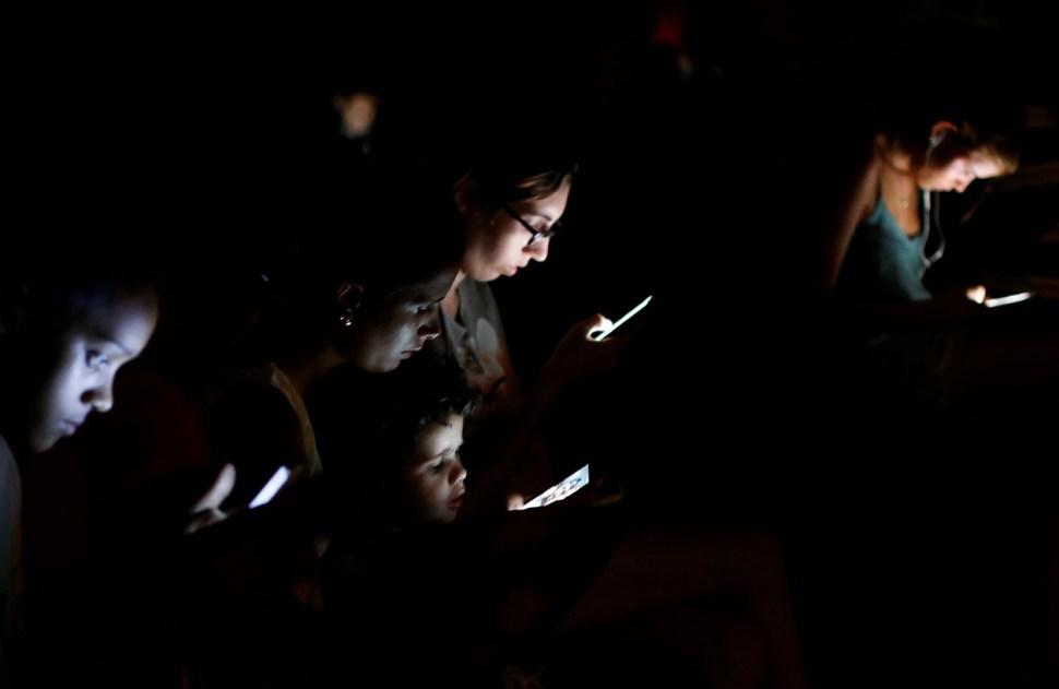 Cuba empieza a implementar acceso a internet desde teléfonos móviles