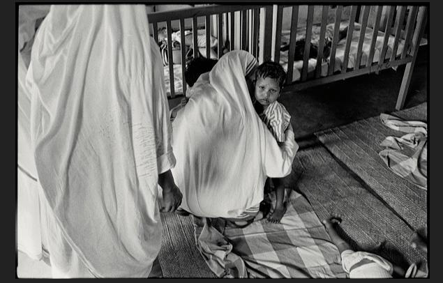 Investigan venta de menores en centros de fundación Madre Teresa en India